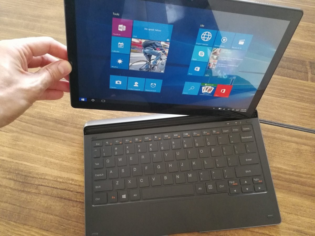Windows 10-планшет Alcatel Plus12 имеет сканер отпечатков пальцев