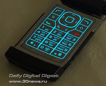 Nokia N76. Снимок клавиатуры в темноте